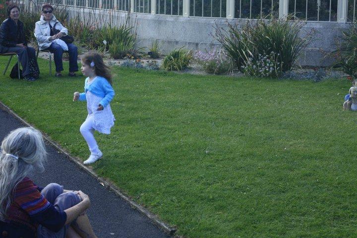 İrlanda Dansı yapan küçük kız